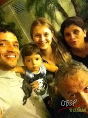 Эдмар в новогодний вечер в кругу семьи